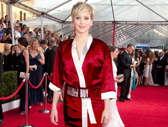 Jennifer Lawrence Stuns In Oscar De La Hoya Gown